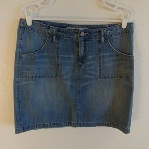 Classic old navy denim skirt.